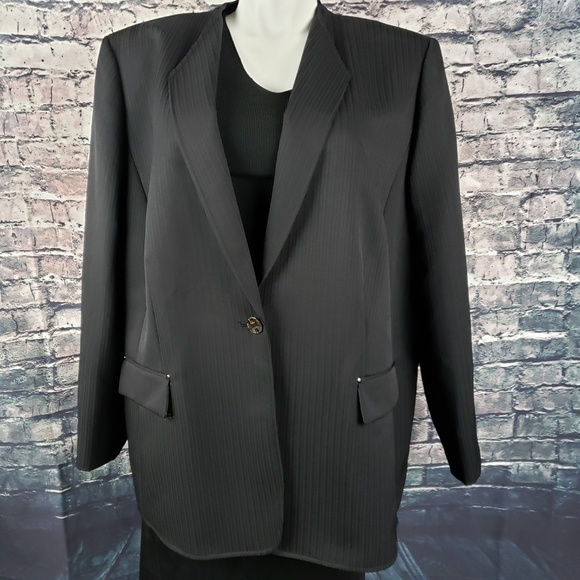 Tahari Jackets & Blazers - Tahari Black Business Blazer 24W